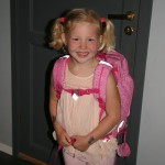 Maren Emilie på første skoledag.